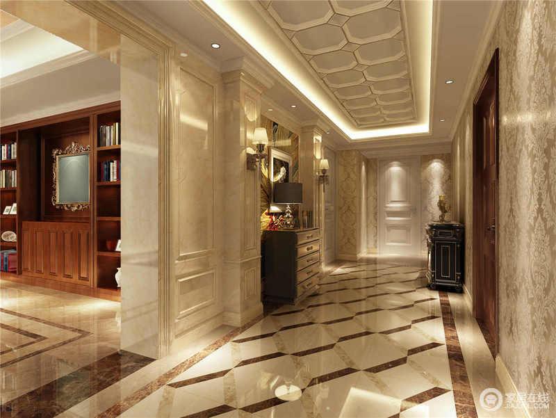 走廊的吊灯在矩形内增加了多边形的结构,搭配灯光,造就欧式穹顶的些许考究;砖石的拼接效果构成菱形造型,搭配立面的古典设计,静动结合,黑色欧式边柜与台灯、黄铜壁灯,和谐之中,以光取暖,打造着具有陈列艺术的空间。