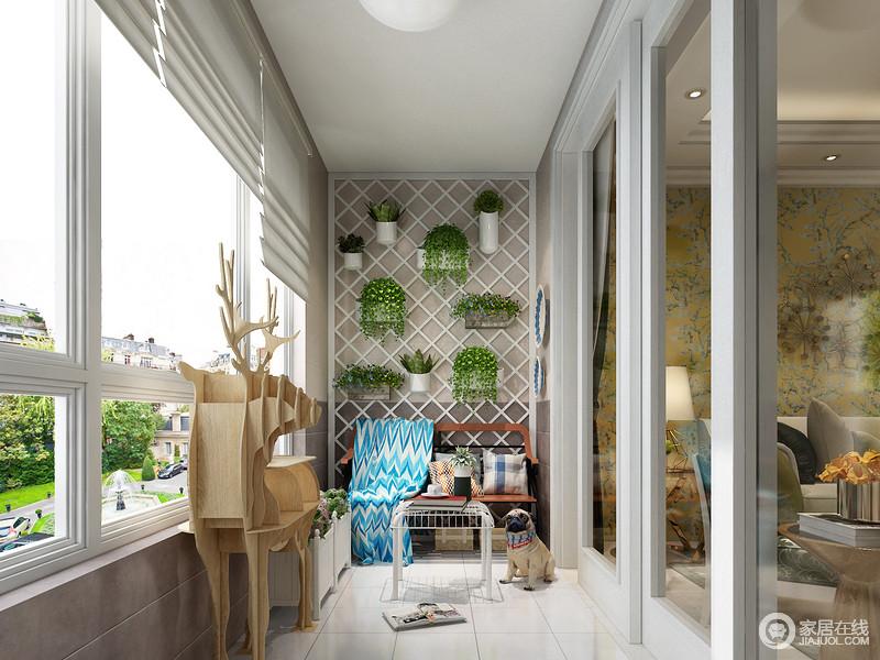 墙面集纳,使用层板,利用墙面的空间,绿植与花盆都可以很好的摆放在上面,有序又清新自然。在与宠物互动后,坐在休闲椅上休息一下也是一种不错的体验。