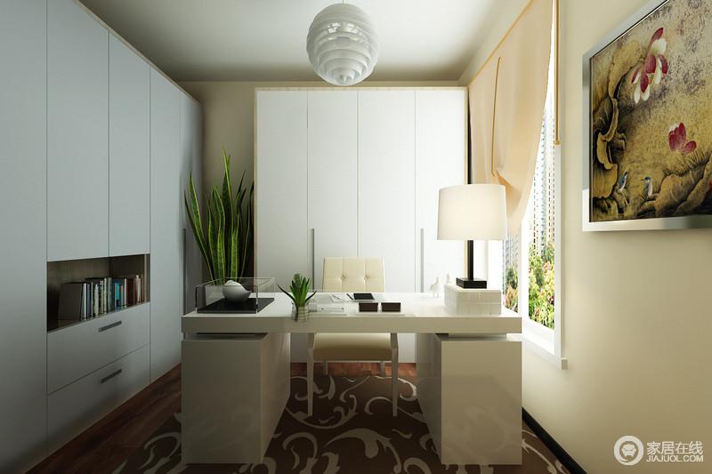 书房设计得十分得体和规整,通过白色定制储物柜实现空间的实用主张,白色家具及灯饰等组合搭配胡桃木地板及地毯,平衡出空间的冷暖,十分稳重安谧。