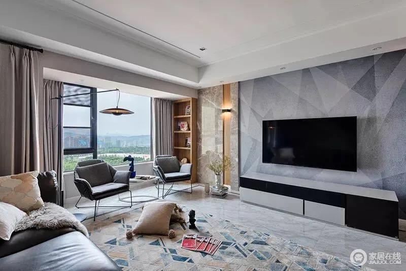 客厅墙面贴着深浅灰的三角图案墙布,与两侧木石竖条构成新造型,中间一个黑白配的电视柜,构成黑白灰的经典配色,简单实用,空间内摆饰的绿植,显得清新端庄。