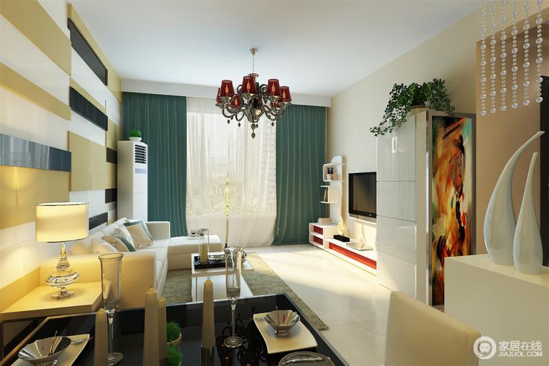 客厅背景墙的多色条纹装饰凸出线性之美,与白色沙发形成温馨,简洁的设计让空间变得更为不同;绿色窗帘与白色家具、红色吊灯装饰出空间的色彩魔力。