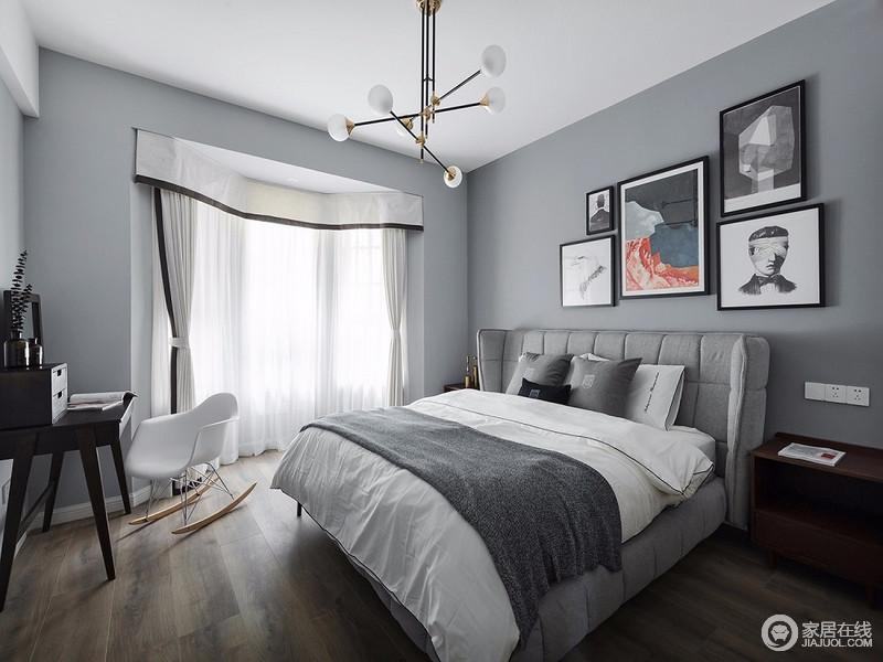 卧室以浅灰色粉刷墙面,渲染了一个足够冷静和沉静的氛围,背景墙以不同的艺术画为组合,装饰出了艺术气息;胡桃木床头柜和书桌为组合供以使用,白色椅子与床品、吊灯,带着些许北欧设计,成就空间的舒适与素雅。