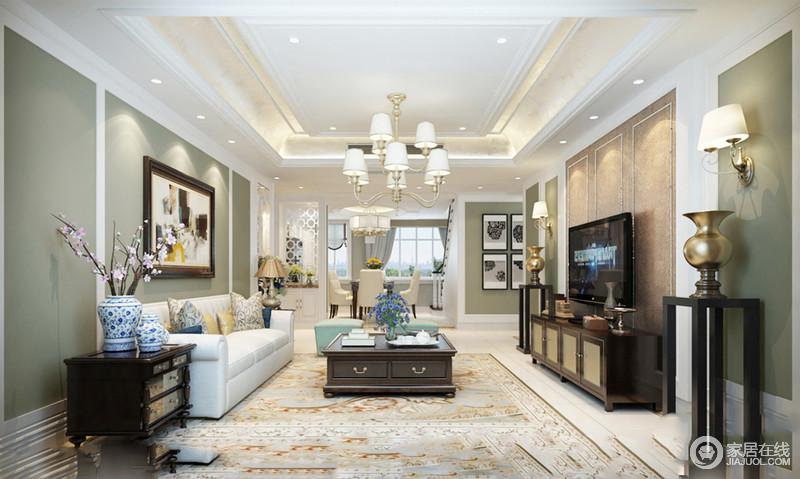 客厅的悬式吊顶因为灯带装饰更显空灵,绿色漆的墙面中和着米色地毯的和暖,让空间颇为清和;美式家具组合得体、利落地摆放在空间,奠定了美式底蕴,足显温馨。