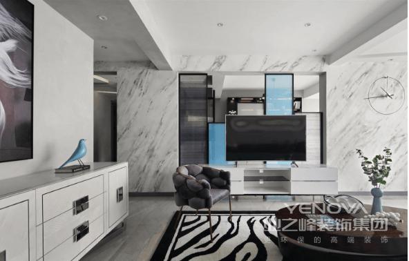 客厅,整体以灰色调为主,空间纯粹、大气,在软装上采用明度较高的黄蓝光两色进行对比,空间调性变得更为明朗活跃。