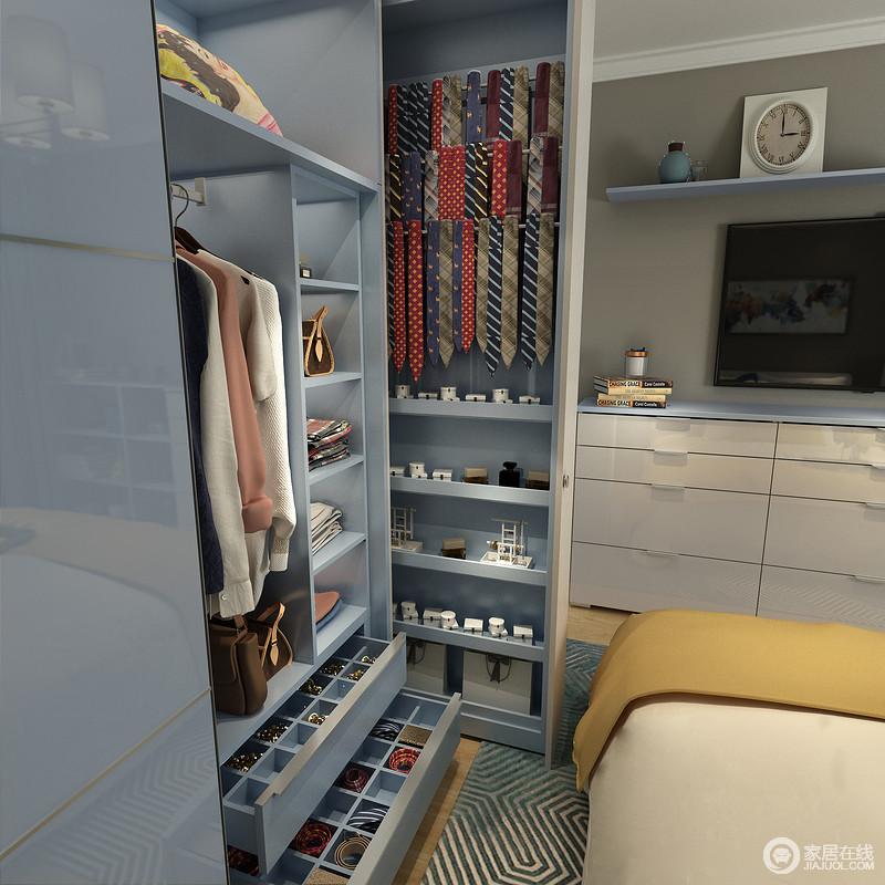 衣柜竖抽拉柜,方便工服的领带、腰带、手表等每个物品存放和收纳,侧面的抽拉柜,可作为卧室空间的辅助收纳。