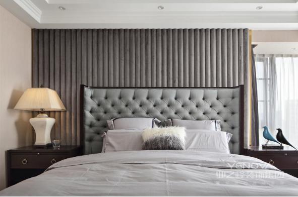 主卧室个性分明,一切都是女主人梦想的样子。保证睡眠空间的环保指数。