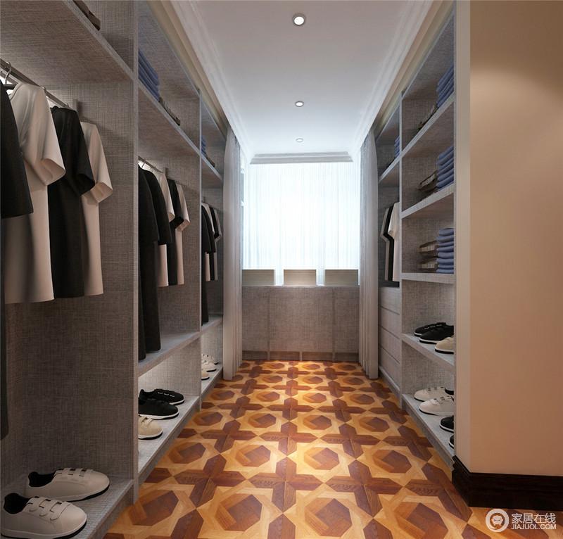 分门别类、整齐有序是衣帽间的主旨,设计师使用磨砂质感灰作为衣帽架的颜色,显得分外都市休闲;而十字型花砖,吸睛又体现空间的优雅生活态度。