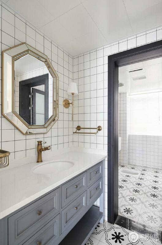 卫生间美式黄铜的五金,灰色的浴室柜体,配上精致的镜子,让刷牙洗脸都变得细致起来;而淋浴区拼花地砖的设计让空间多了异域特色,足够时尚,也足够让生活便利。