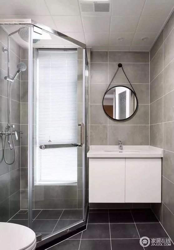 卫生间内部做了干湿分离的设计,在转角位置布置了一个钻石型的淋浴房,洗手台和马桶分列在两侧,这样的布局很适合面积不大的卫生间。