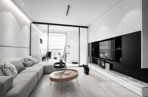 客厅整体是一个黑白灰三大色块结合的空间,全屋基本遵循无主灯设计,大平顶搭配射灯,营造星光点点;电视柜上下黑白大色块的对比起到了较强的视觉冲击效果,原木地板让整个空间更显干净和自然朴实;浅灰色沙发搭配圆几,让生活格外轻巧素雅。