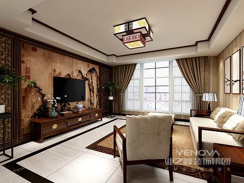 客厅的吊顶借中式建筑的木梁结构化解吊顶的单调,与木质窗棂背景墙和壁画组合出中式味道;驼色窗帘搭配新中式家具,色调沉稳而不失温度,让空间具有东方的文艺沉淀和儒雅