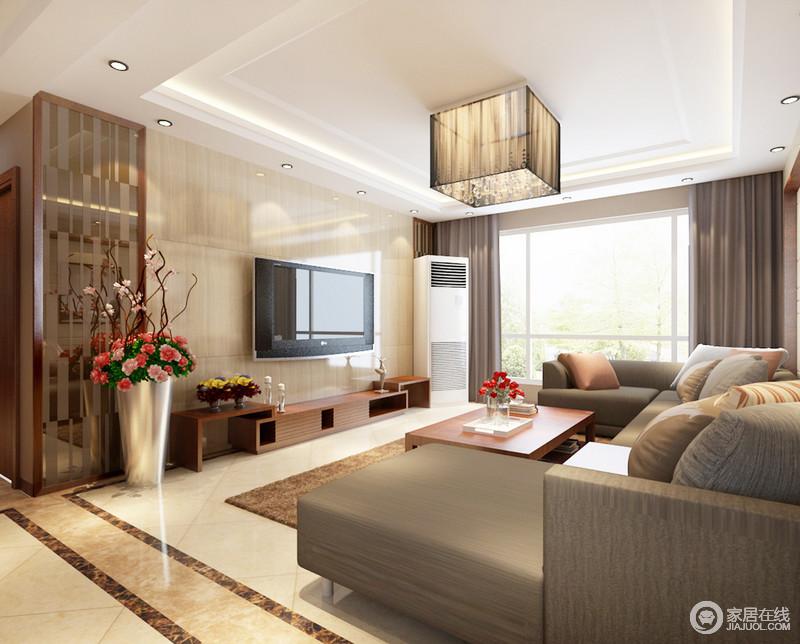 客厅的背景墙品铺贴了米黄色瓷砖,以砖上墙的方式,与地板构成淡暖温和,利落而泛光;矩形吊灯棱角之间与现代灰褐色沙发上演现代规整。