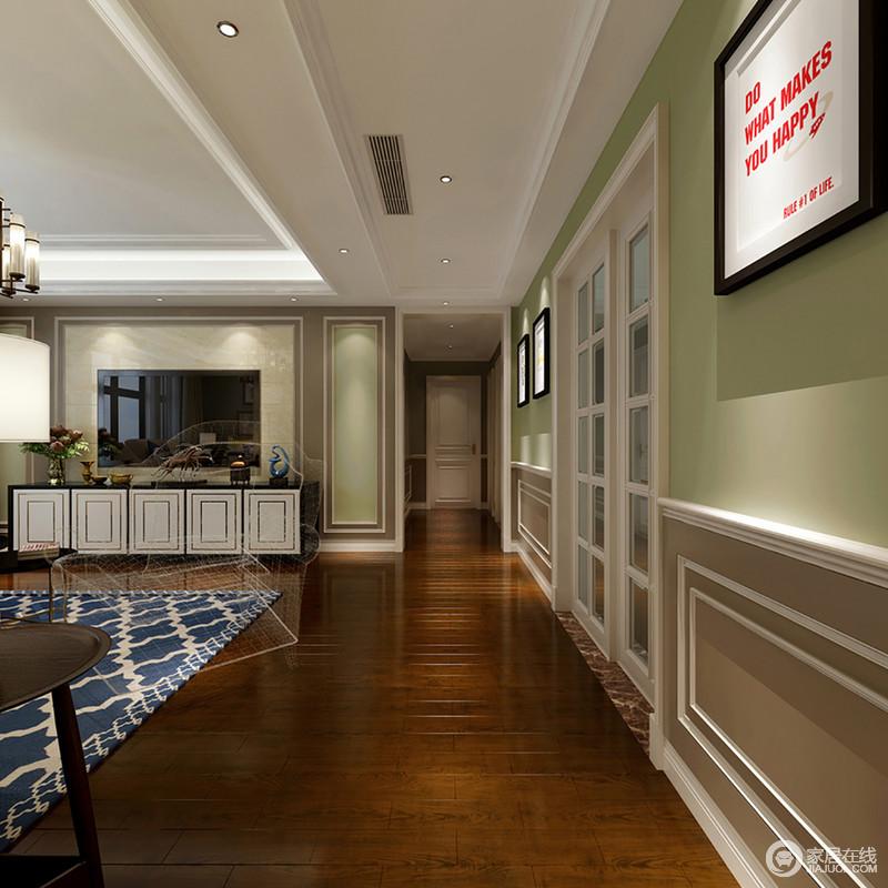 走廊延续整个空间的线条和色彩设计,以绿白为主,并将几何设计演绎得淋漓尽致,缓解了实木地毯的古旧,让生活多了利落和清新。
