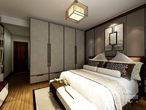 卧室的设计以沉静和舒适为主,从褐驼色背景墙到新中式衣柜,用料上以中性色为主,意在奠定空间的安静;而写意拼组画搭配新中式家具,为生活描绘了一个简式的禅静,让主人能够享受一份难得地安逸。