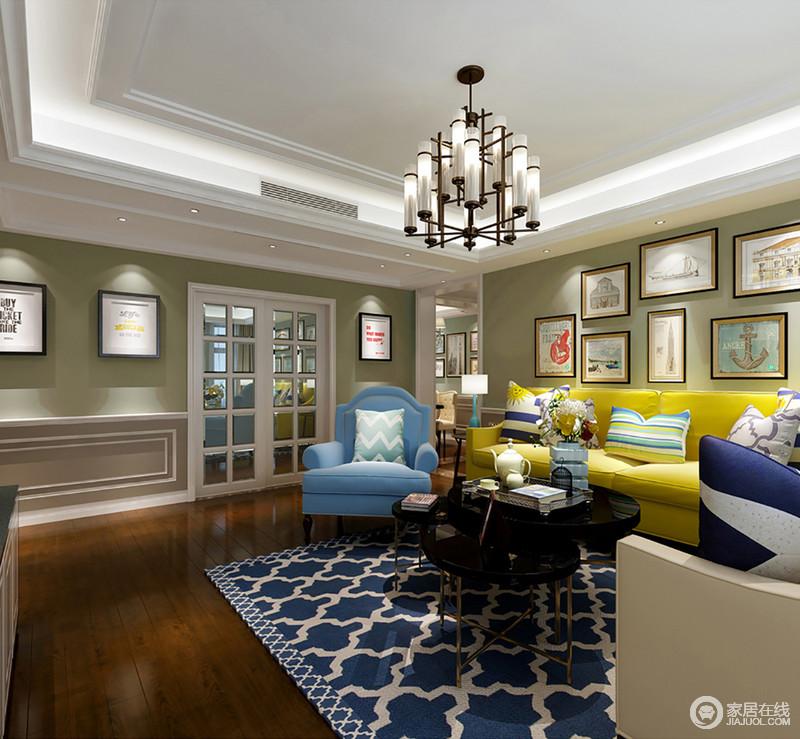 客厅结构方正,白色吊顶因为灯带的装饰更显白净明快,与豆绿色的墙面形成反差,却渲染出了田园般的清新;背景墙悬挂的画作带着文化气息,而黄色和蓝色沙发撞色的设计赋予空间时尚,再加上条纹靠垫与之搭配,更是激活了空间,赋予空间色彩力。