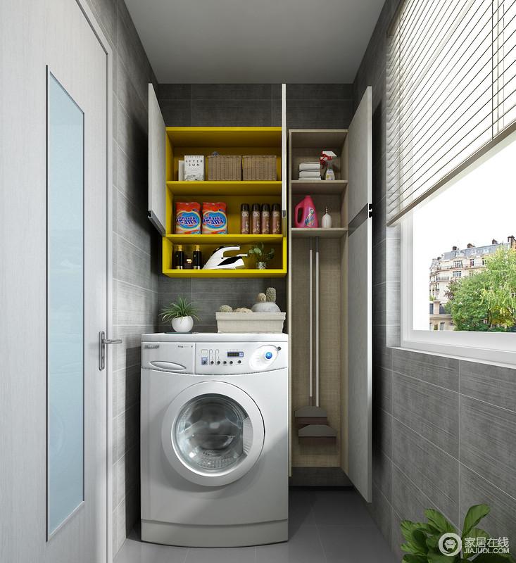 卫生间要充分利用墙面空间进行集纳,可以在浴室柜右侧墙面上,安装卫浴工具收纳柜,方便拖把扫帚等清洁工具的收纳,使用方便且干净整洁。