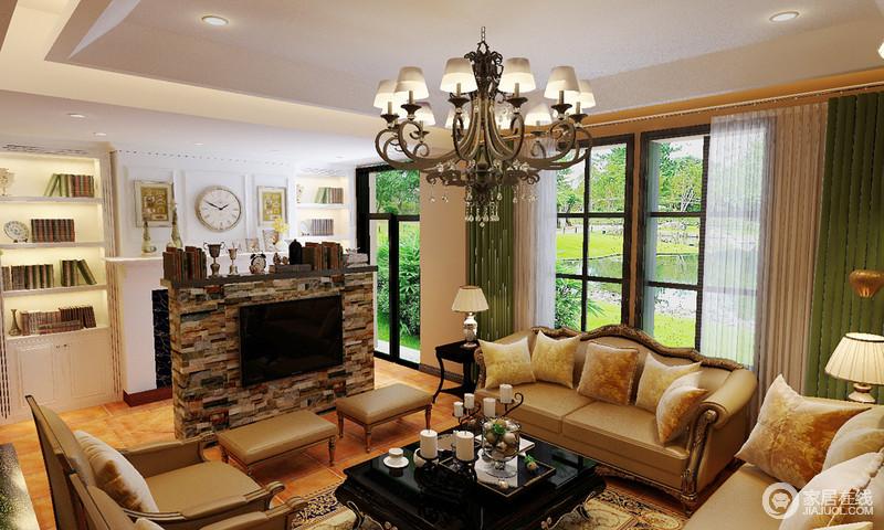 空间的整体线条较为简单,壁炉旁的书柜以文艺范儿尽显多元艺术带来的精致感;多种岩石堆砌地电视墙兼具置物台的作用,主人收藏的古物也成为一大亮点,棕黄色沙发的古典奢华,因绿色窗帘装抹出一丝清隽。