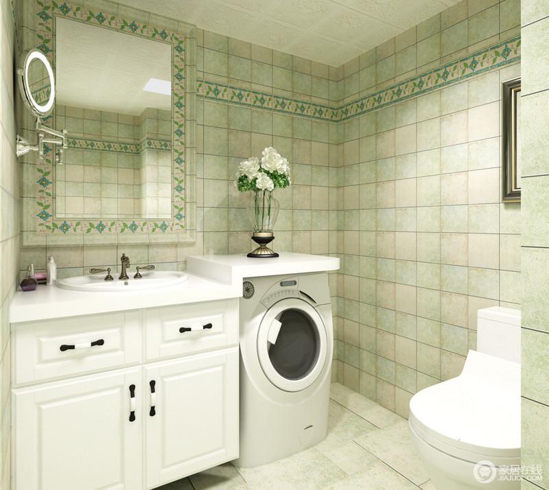 卫生间墙面饰以不同饱和度色彩的浅绿色方格砖,素敛淡雅中极具韵味;靠近天花区域作了一圈的优美花砖,并与浴室镜框相连,宛如花环般优雅;在白色洁具搭配下,清爽干净。