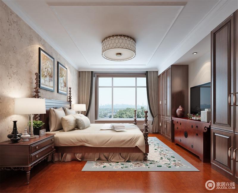 卧室因为飘窗而采光充足,驼色窗帘自然形成的曲线让空间多了些柔和,与驼色壁纸、窗帘渲染恬淡与安适;美式螺纹四柱床和实木家具组合不仅实用大气,而且成就着生活的美式古典。