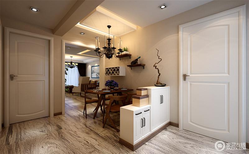 餐厅以米色漆粉刷墙面,并搭配美式烛台灯,让空间的光线低沉而温和;通过高低不同的两个鞋柜将餐厅与门厅分开,增加了实用性之外,也让空间具有结构性,墙面的木支架和菱形酒柜搭配实木桌椅,俏皮之外,更张扬着现代美式的得体和精致。
