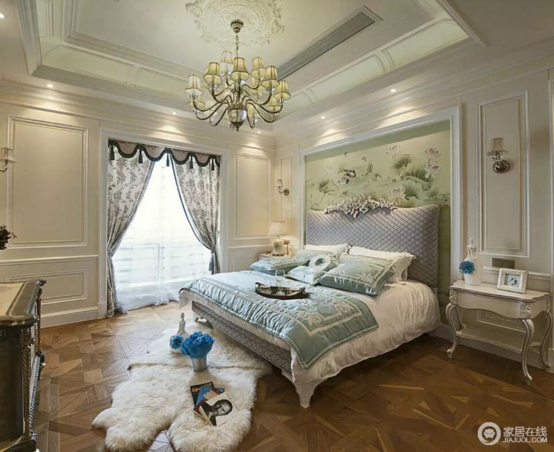 卧室中的吊顶有着宫廷风的美感,简欧吊顶搭配复古风的窗帘,让空间多了份精致;石膏墙的造型与曲线感的家具彰显古典艺术,搭配着浅绿色的背景墙和床品,给生活一丝清新、舒适。
