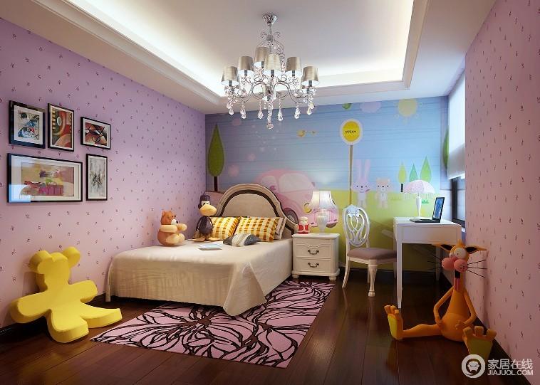 儿童房铺贴了粉色波点壁纸俏皮甜美,搭配粉色花卉地毯更为温馨;背景墙清新的自然之景图与动物玩偶,组成一个乐园般的意境,让孩子快乐生活。