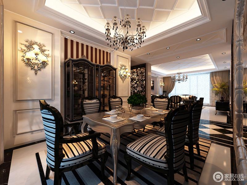 餐厅在装饰上,延续了客厅风格;气势的条纹使视觉上,既具层次感,又凸显和谐统一;护墙板上装饰的雕花壁灯,映照出的细腻光线,令银色餐桌质感贵雅;黑白主打配色间,就餐氛围愈加内敛奢华。