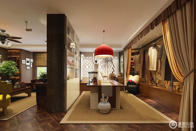 书房与客厅仅一墙之隔,白色书柜搭配原木书桌,组合出新中式的朴素大气,驼色地毯因为红色现代吊灯凸显出时尚;白色中式木窗的造型足显精致,一盆栽,一画轴,都让生活具有了温情。