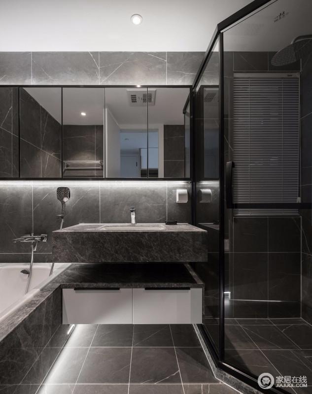 卫生间采用灰色大理石纹瓷砖,配上恰到好处的灯源,增加空间的高级感;浴室柜采用镜面的设计,淋浴房推拉门的运用也节省了不少空间,与浴缸搭配,让生活更富质感。