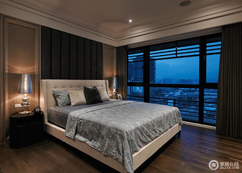 卧室落地窗给空间带来通透和采光,褐色实木地板与驼色石膏背景墙奠定了空间的沉稳;灰色床品的素静与简欧风的台灯,增添了不少小奢调。