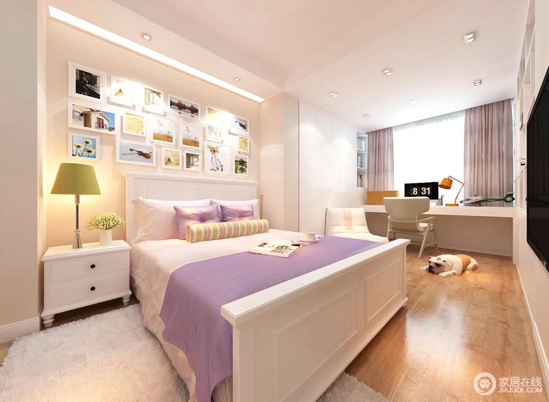 整个卧室以白色为主,着力打造一个干净简洁的空间,让主人生活得舒适;彩色摄影背景墙记录了主人生活得点滴,而白色床头柜柜、地毯在紫色薄毯的点缀中,多了份唯美;靠窗处简约的木桌,让主人可以随时使用,十分人性。