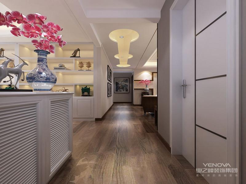 中式风格非常讲究空间的层次感, 在需要隔绝视线的地方,则使用中式的屏风或窗棂、中式木门、工艺隔断、通过这种新的分隔方式展现出中式家居的层次美。再以一些简约的造型为基础,添加了中式元素,使整体空间感觉更加丰富,大而不空、厚而不重,有格调又不显压抑。
