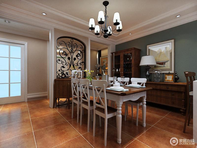 餐厅与客厅之间通过大理石吧台划分,白色的餐桌椅上混搭了实木色台面,呼应了酒柜与边桌的材质。空间打底的深灰青色墙面与走廊上的温暖驼色,碰撞出冷暖的空间气质。
