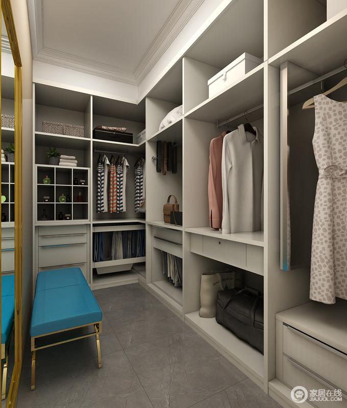我们往往在衣帽间中便更换好了衣物,特别是鞋子更换起来就会需要座椅,靠墙放置的换鞋凳给衣帽间带入更多人性化的设计。