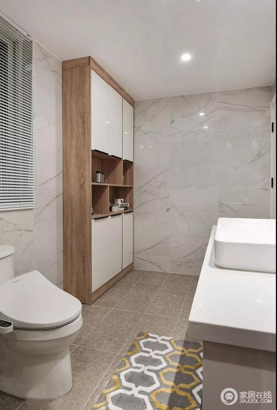 卫生间以白灰色和土色砖石铺贴空间立面,以砖石的硬朗打造利落的效果;原木搭配白色烤漆板材制成的储物柜既具有收纳功能更,与盥洗柜打造简单、舒适的生活。