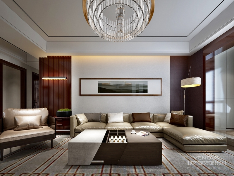 风格从简单到繁杂、从整体到局部,精雕细琢,镶花刻金都给人一丝不苟的印象。