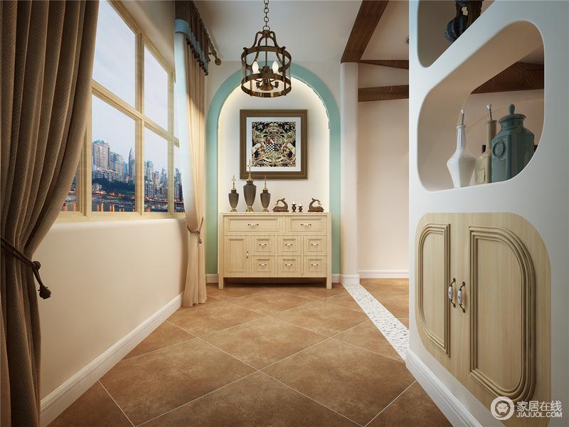 走廊部分挖空的墙壁作为玄关,隔而不断,保障空间独立性的同时又有了延伸感,增加洞穴元素的渗入 也满足出入门时的物品存储需求;白色和浅黄色为主色调,清新绿的门拱造型加上圆角储物柜和挖空的储物台,让空间既有结构之美,又具有实用性;一些充满民俗风情的艺术品奠定整体空间自然的基调,让生活更有情趣。