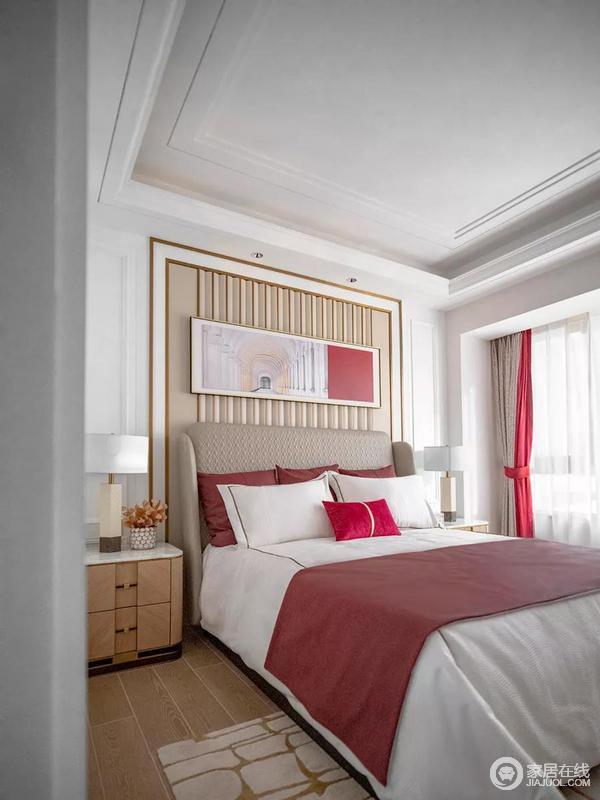 卧室简洁硬朗的白色石膏线条与轻奢质感的金属线条交相辉映,令整个床头背景墙的欧式风愈发明显,形成视觉上的延伸感,也显得更为精致;白色与红色床品,驼色与红色拼接窗帘,都让整个空间多了喜庆吉祥的寓意。