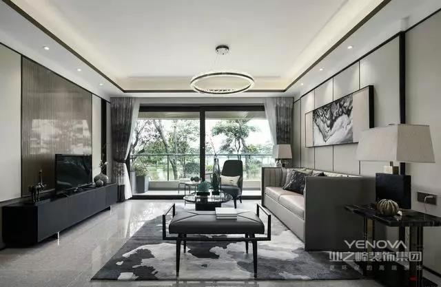 """客厅""""运墨而五色具"""",本案将黑、白、灰、木色中和,加以黛蓝点缀,脱俗、简远、空灵,突出了一种极致的东方美学。"""