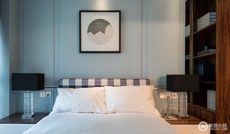 整个卧室线条简洁大气,粉刷了淡蓝色的漆来渲染空间的淡雅和清幽,搭配黑白简画,装饰出现代优雅;木质书柜搭配床头柜酿造了生活的收纳美学,白色床品的干净,让主人能够有个舒适的睡眠环境。