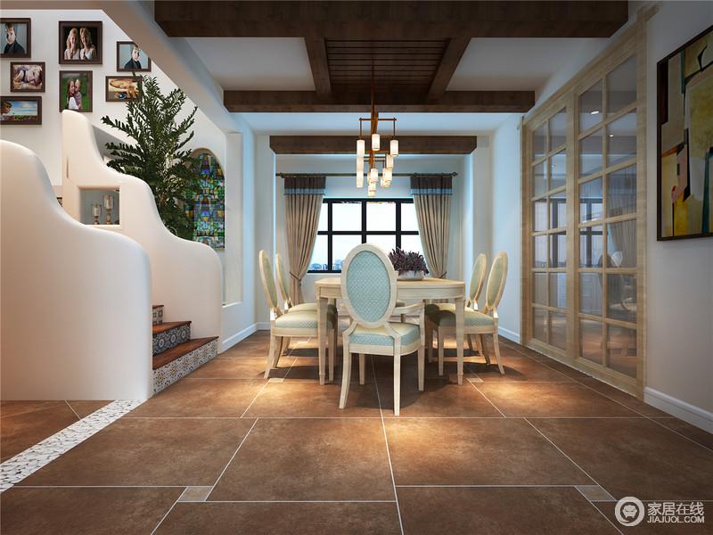 餐厅虽然结构繁杂,但是有序的设计,让用餐也成为一次难得地享受;褐黄色地砖搭配裸露地木吊顶,满是田园的随性和自在;实木家具保留了原木的成色,却以古典的造型让空间更有沉淀感,格栅玻璃门与其他空间分隔,保证了一定的空间归属性。