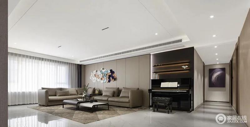 整个客厅空间将木材、石材等天然主材融入现代空间,屋中质感十足的米咖色纳帕皮沙发,低调之中诠释出屋主追求本真的生活理想。