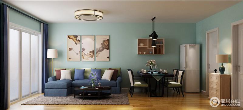 开放式的空间自带大气,浅蓝色漆的墙面营造轻和雅致,中式风的挂画组合与吊灯注入了东方之雅和稳重;蓝色和绿色拼接设计的布艺沙发柔软舒适,黄铜落地灯和黑色圆几,赋予空间现代大气。