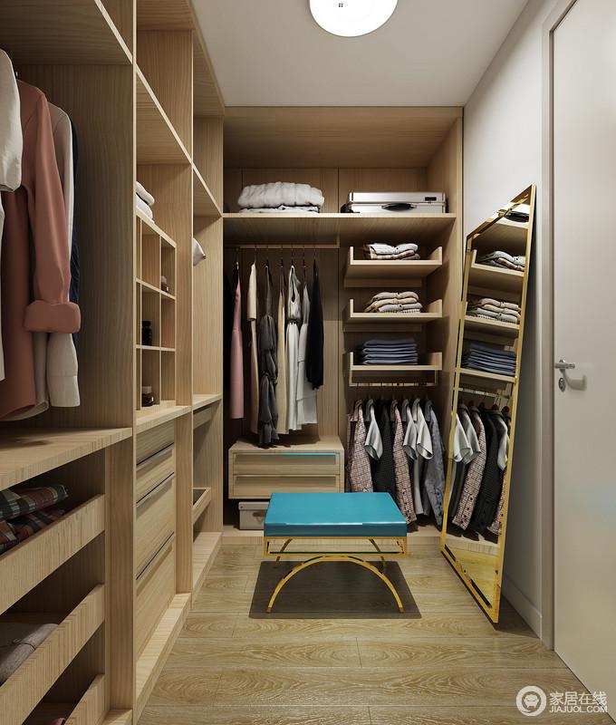 衣帽间根据空间而设计,实木材料定制的衣柜设计成了不同的收纳区,让生活更为规整;镜子落置在地面,既满足主人的使用,又不失生活的随性。