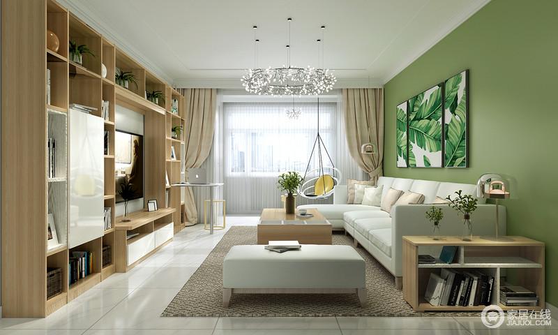 """客厅的设计以功能设计为尚,实木定制柜以几何置物柜的形式,解决了空间""""杂""""的局面;而绿色沙发背景墙搭配树叶挂画组合,为空间带来自然之风,搭配沙发和原木茶几、落地书柜,营造了一个轻松、温和的生活氛围。"""