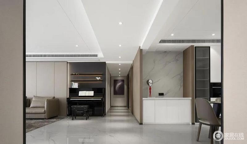 开放式的空间自带一种自在,让人生活在此丝毫不受拘束,亮黑色的钢琴尽显知性优雅,黑与白的较量,演绎高级的时尚空间,简单却尽显实用。