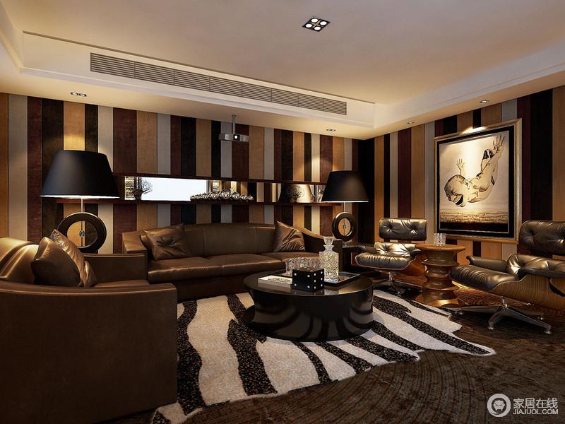 条纹墙面铺开休闲室浓墨重彩的质感,规整有韵律的线条富有节奏感,营造出空间的丰富多元的时尚;不规则黑白地毯,趣味呼应墙面,点缀的画作,艺术感强烈;柔软舒适的棕皮沙发和座椅,更添空间绅士沉稳的奢华。