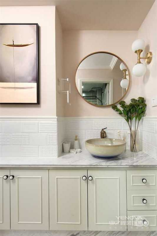 过道搭配洗手盆使得动线重合利用,大大的提高了空间使用率。