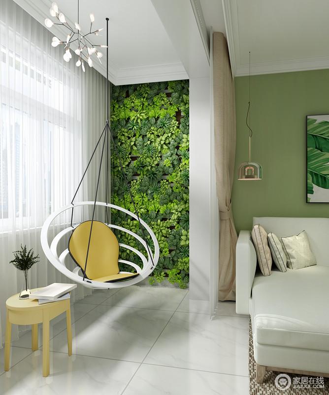 客厅阳台因为白色沙发而多了轻盈感,再加上采光更为明快;时尚地吊灯搭配圈形的摇椅和圆几,让生活多了快意,正面绿植墙的设计,无疑为空间带来自然清新,很是惬意。