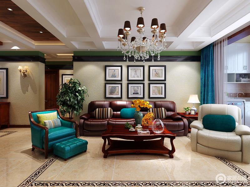 客厅天花板采用嵌入式石膏吊顶,搭配精致的水晶吊顶,营造出一种怀旧、浪漫的感觉。
